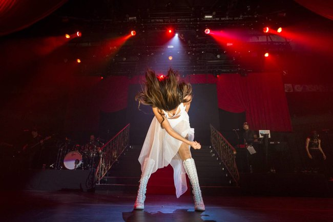 Выступление Селены Гомес на «State Farm Arena» в городе Идальго: selena-gomez-111_Starbeat.ru