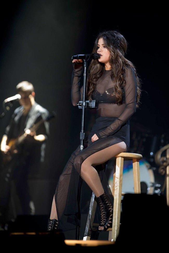 Выступление Селены Гомес на «State Farm Arena» в городе Идальго: selena-gomez-18_Starbeat.ru