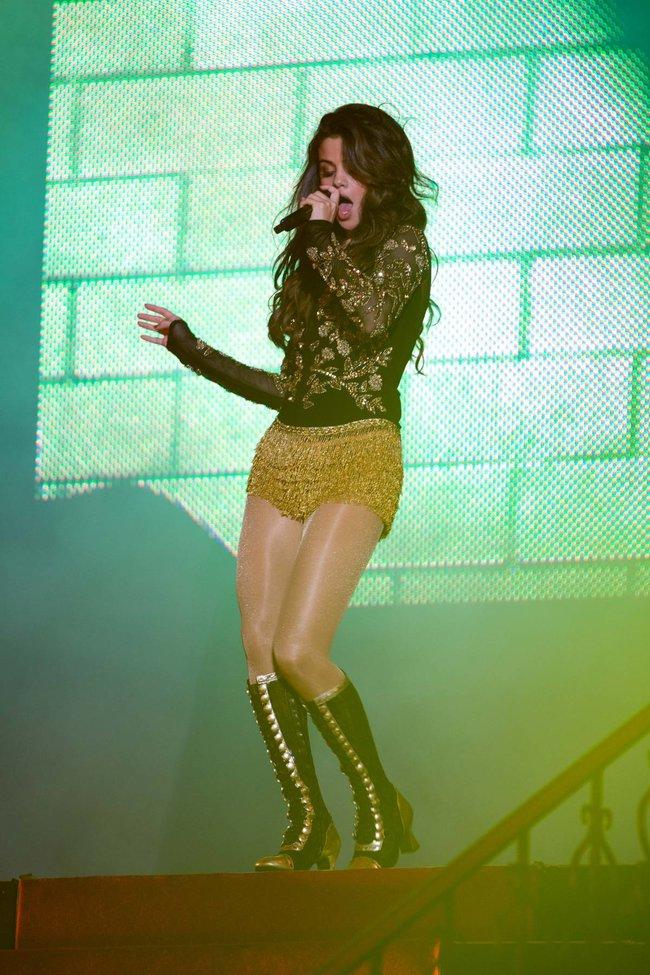 Выступление Селены Гомес на «State Farm Arena» в городе Идальго: selena-gomez-19_Starbeat.ru