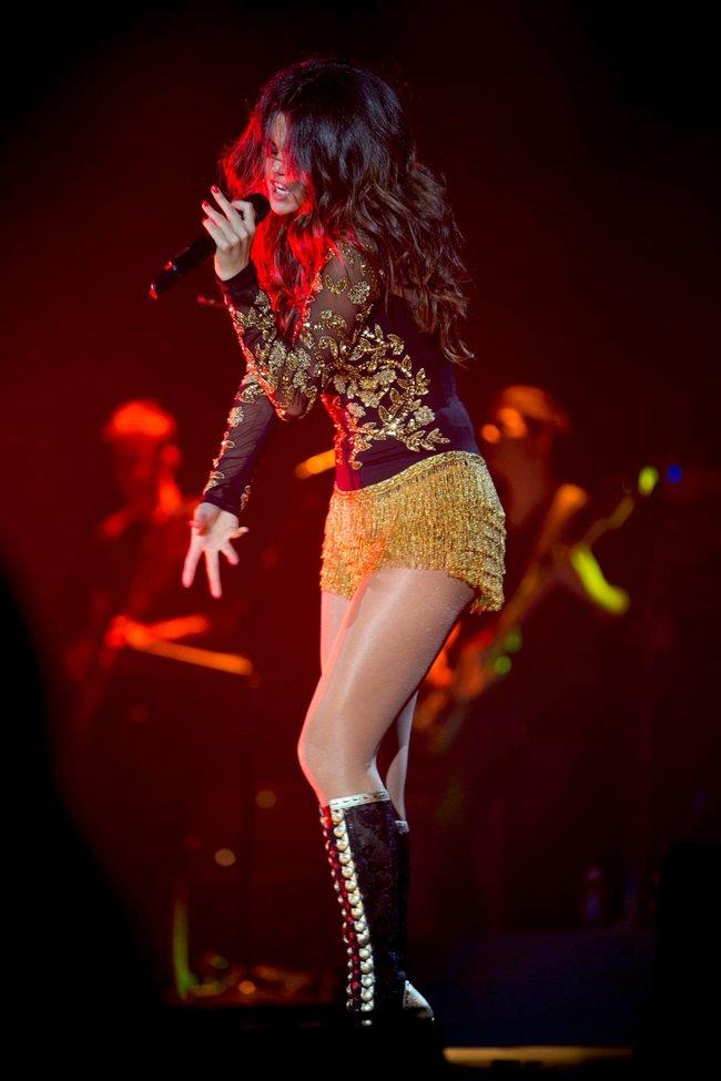 Выступление Селены Гомес на «State Farm Arena» в городе Идальго: selena-gomez-20_Starbeat.ru