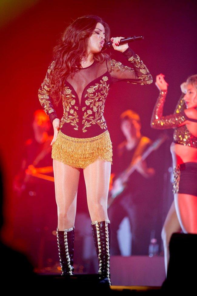 Выступление Селены Гомес на «State Farm Arena» в городе Идальго: selena-gomez-211_Starbeat.ru