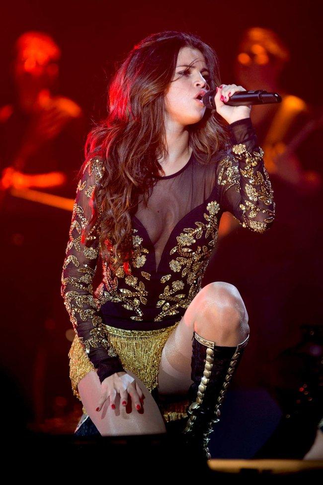 Выступление Селены Гомес на «State Farm Arena» в городе Идальго: selena-gomez-22_Starbeat.ru
