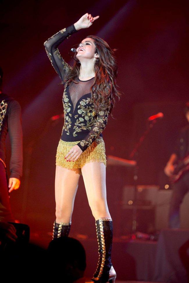 Выступление Селены Гомес на «State Farm Arena» в городе Идальго: selena-gomez-25_Starbeat.ru
