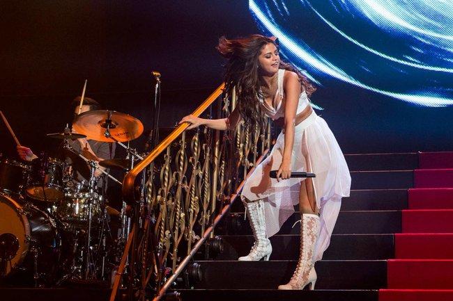 Выступление Селены Гомес на «State Farm Arena» в городе Идальго: selena-gomez-8_Starbeat.ru