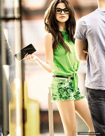 Коллекция одежды от Селены Гомес «Dream Out Loud»: selena-gomez---2013-dream-out-loud-spring-collection--01_Starbeat.ru