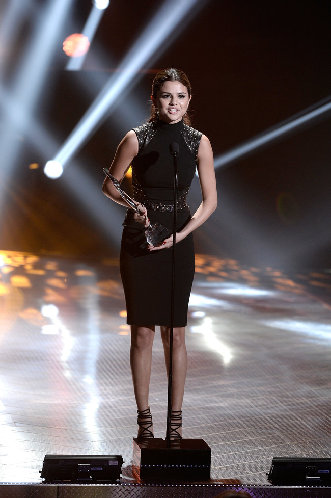 Селена Гомес на вручении наград «Young Hollywood Awards 2013»: selena-gomez---2013-young-hollywood-awards--07_Starbeat.ru