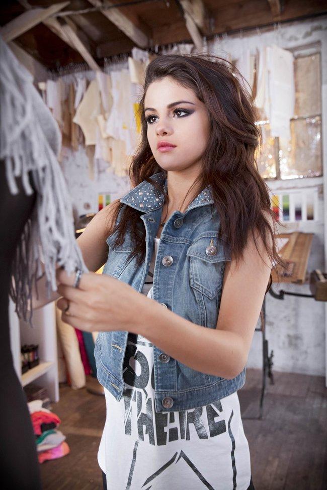 Селена Гомес в промо-фотосессии для марки «Adidas NEO»: selena-gomez-17_Starbeat.ru