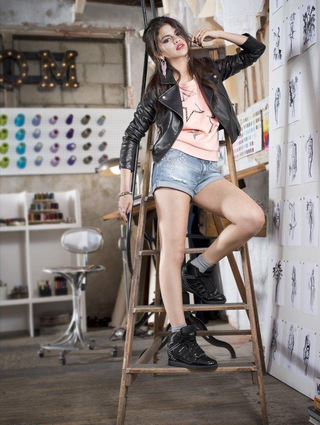 Селена Гомес в промо-фотосессии для марки «Adidas NEO»: selena-gomez-41_Starbeat.ru