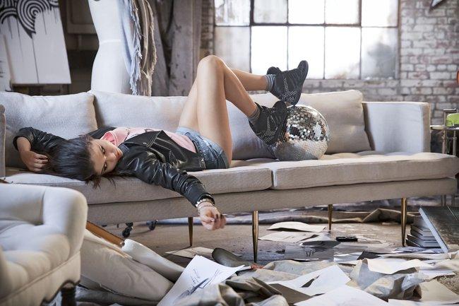 Селена Гомес в промо-фотосессии для марки «Adidas NEO»: selena-gomez-91_Starbeat.ru