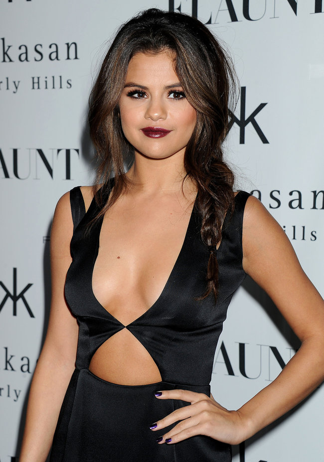 Селена Гомес: вечеринка журнала «Flaunt» в Беверли-Хиллз: selena-gomez-flaunt-magazine-cover-party--12_Starbeat.ru