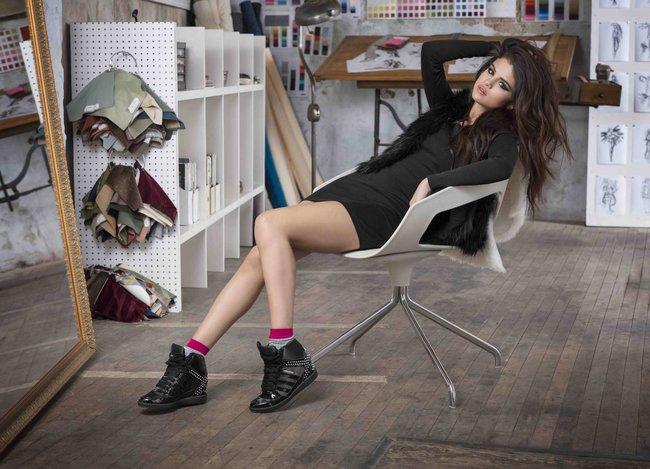 Селена Гомес представляет зимнюю коллекцию «NEO Adidas 2013»: selena-gomez-neo-adidas-2013-winter-collection--10_Starbeat.ru