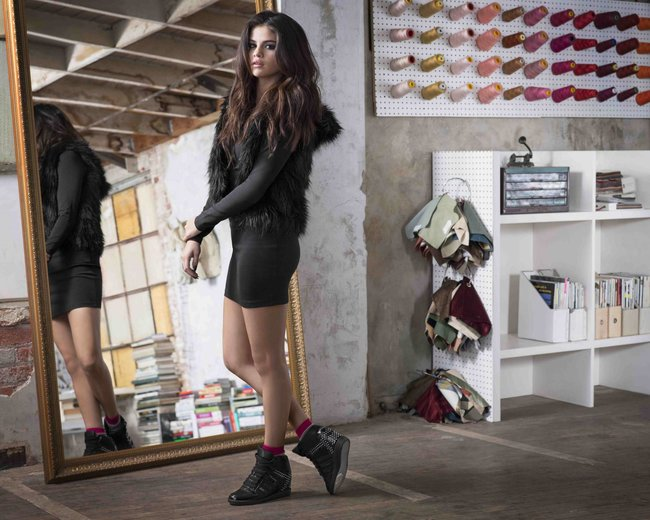 Селена Гомес представляет зимнюю коллекцию «NEO Adidas 2013»: selena-gomez-neo-adidas-2013-winter-collection--11_Starbeat.ru