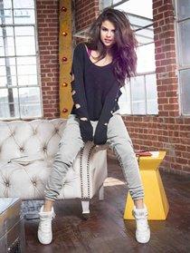 Селена Гомес представляет зимнюю коллекцию «NEO Adidas 2013»: selena-gomez-neo-adidas-2013-winter-collection--09_Starbeat.ru