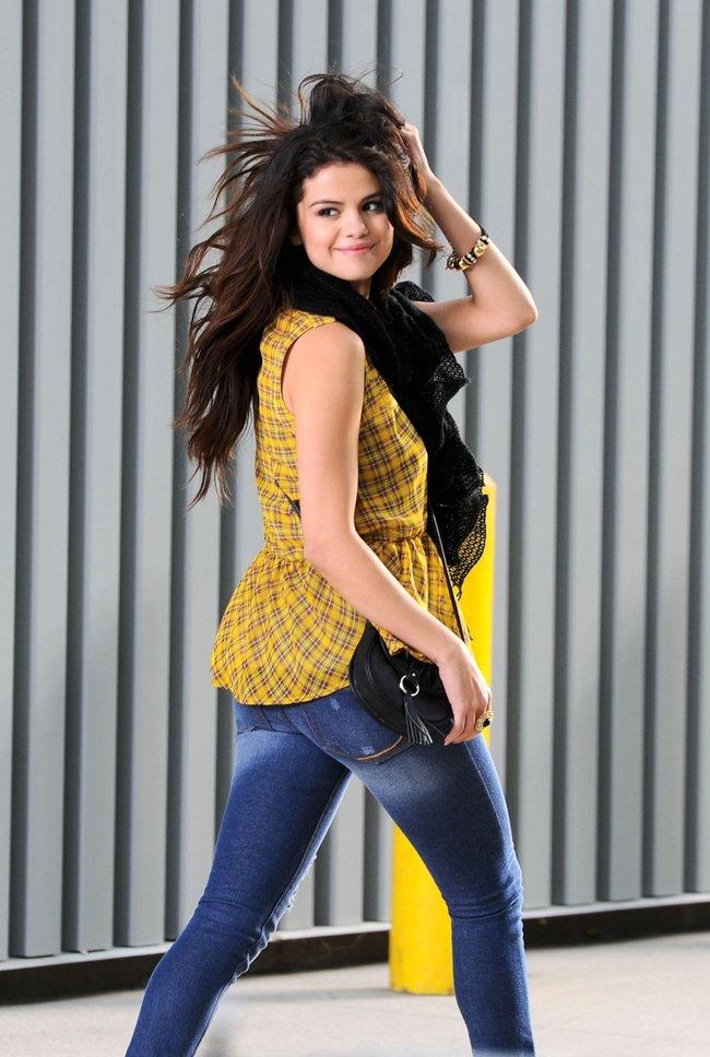 Селена Гомес на съемках рекламной фотосессии «Dream Out Loud», Санта-Моника: selena-gomez-12_Starbeat.ru