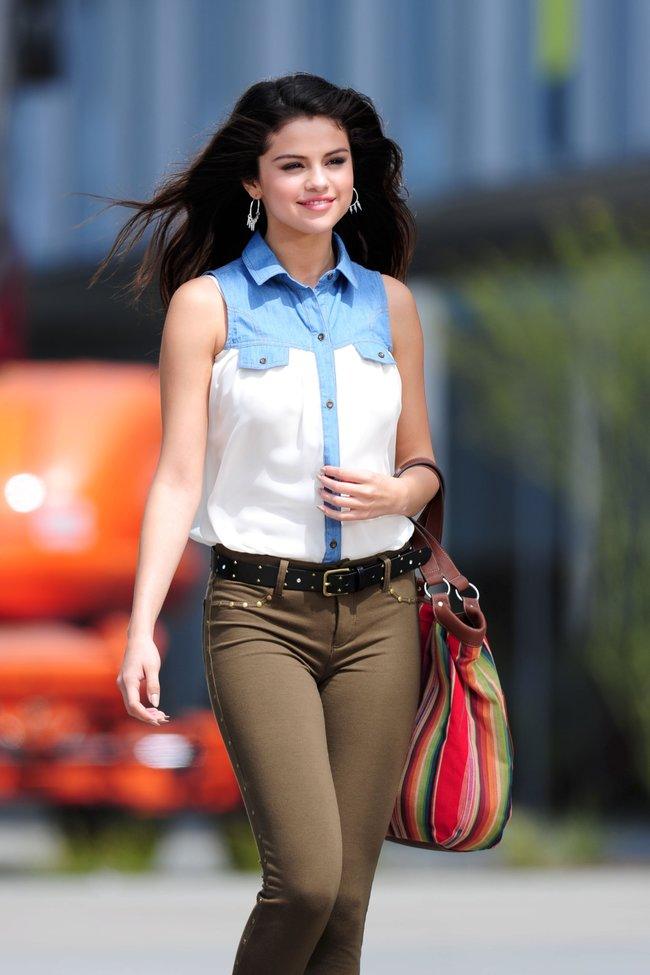 Селена Гомес на съемках рекламной фотосессии «Dream Out Loud», Санта-Моника: selena-gomez-13_Starbeat.ru