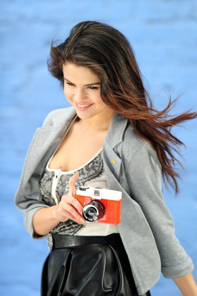 Селена Гомес на съемках рекламной фотосессии «Dream Out Loud», Санта-Моника: selena-gomez-16_Starbeat.ru