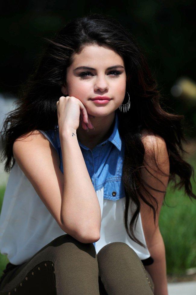 Селена Гомес на съемках рекламной фотосессии «Dream Out Loud», Санта-Моника: selena-gomez-18_Starbeat.ru