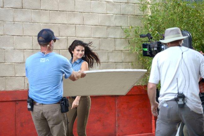 Селена Гомес на съемках рекламной фотосессии «Dream Out Loud», Санта-Моника: selena-gomez-1_Starbeat.ru