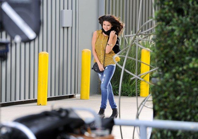 Селена Гомес на съемках рекламной фотосессии «Dream Out Loud», Санта-Моника: selena-gomez-4_Starbeat.ru