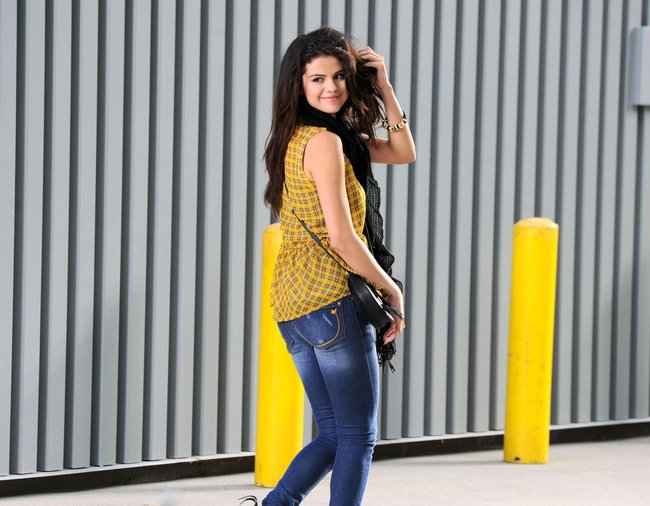Селена Гомес на съемках рекламной фотосессии «Dream Out Loud», Санта-Моника: selena-gomez-5_Starbeat.ru