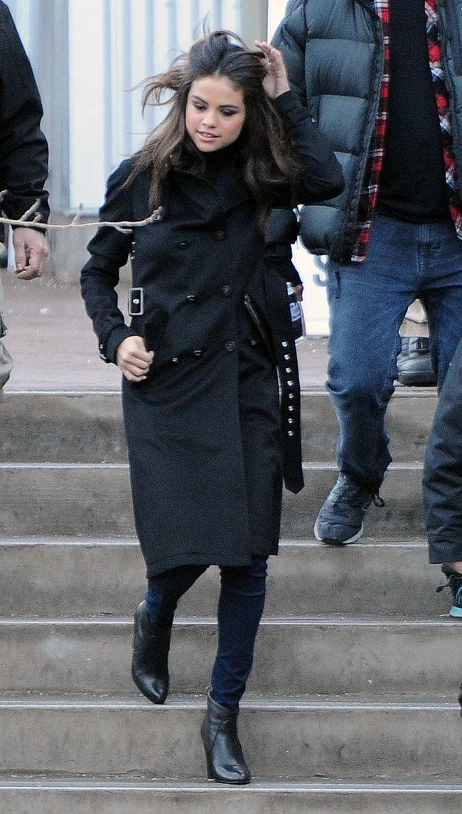 Селена Гомес на прогулке в Парк-сити: selena-gomez---out-in-park-city--15_Starbeat.ru