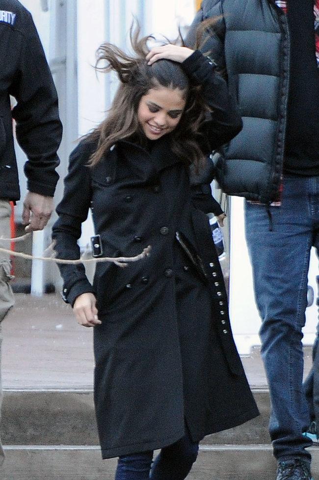 Селена Гомес на прогулке в Парк-сити: selena-gomez---out-in-park-city--16_Starbeat.ru