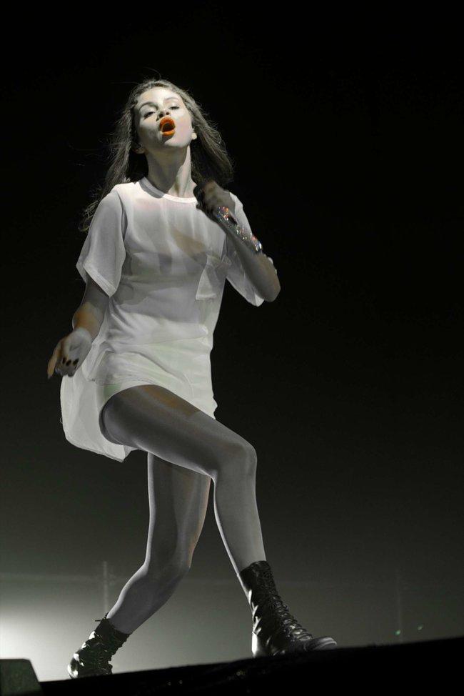 Мировое турне Селены Гомес «Stars Dance»: выступление в Испании: selena-gomez-hot-concert-photos-stars-dance-tour-in-spain--09_Starbeat.ru