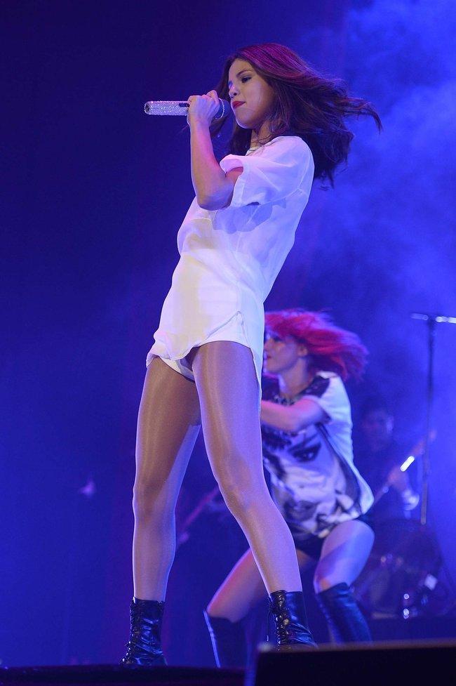 Мировое турне Селены Гомес «Stars Dance»: выступление в Испании: selena-gomez-hot-concert-photos-stars-dance-tour-in-spain--19_Starbeat.ru