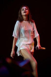 Мировое турне Селены Гомес «Stars Dance»: выступление в Испании: selena-gomez-hot-concert-photos-stars-dance-tour-in-spain--01_Starbeat.ru