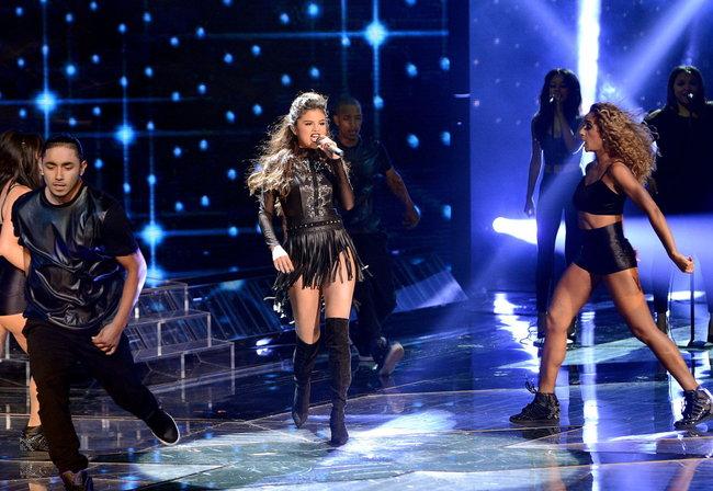 Выступление Селены Гомес на голливудской сцене: «The X-Factor»: selena-gomez-x-factor-performance--02_Starbeat.ru