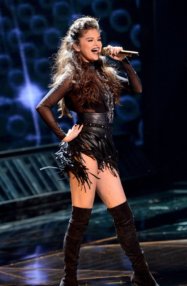 Выступление Селены Гомес на голливудской сцене: «The X-Factor»: selena-gomez-x-factor-performance--03_Starbeat.ru