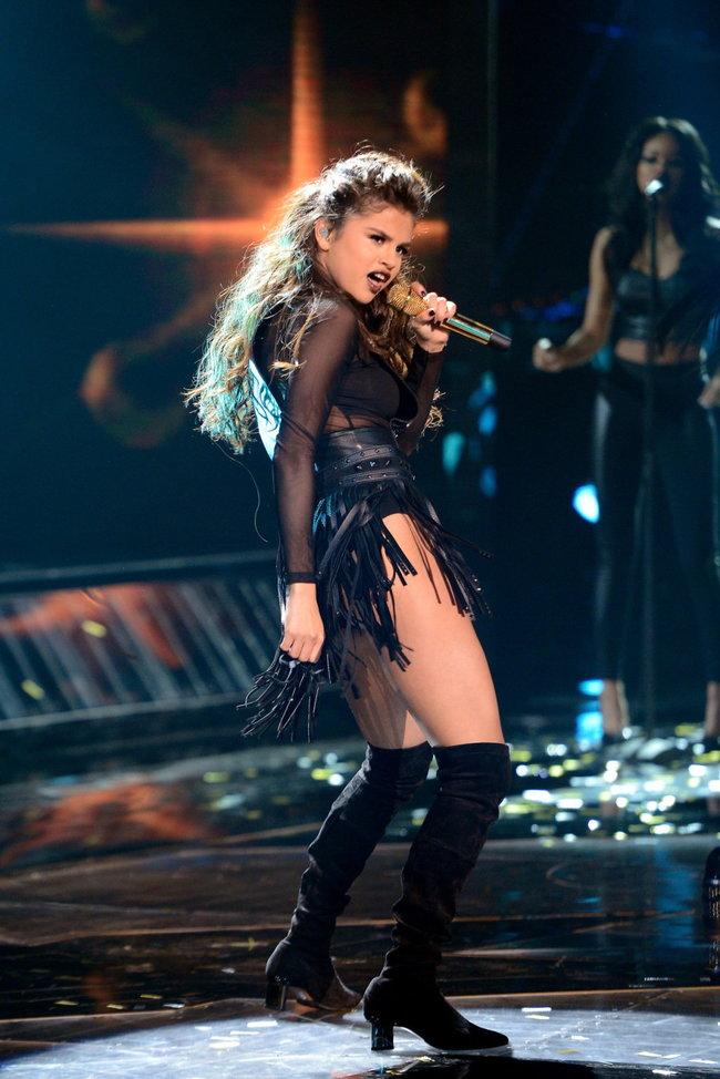 Выступление Селены Гомес на голливудской сцене: «The X-Factor»: selena-gomez-x-factor-performance--05_Starbeat.ru