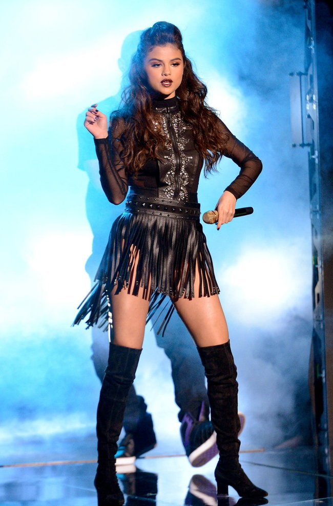 Выступление Селены Гомес на голливудской сцене: «The X-Factor»: selena-gomez-x-factor-performance--07_Starbeat.ru