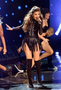 Выступление Селены Гомес на голливудской сцене: «The X-Factor»: selena-gomez-x-factor-performance--11_Starbeat.ru