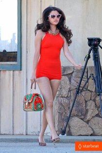 Новая фотосессия Селены Гомес: процесс съемок: selena-gomez-photo-shoot-in-the-desert-01_Starbeat.ru