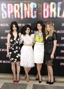 «Отвязные каникулы» Селены Гомес продолжаются: премьера фильма в Мадриде: Selena-Gomez---Spring-Breakers-premiere-in-Madrid--05_Starbeat.ru