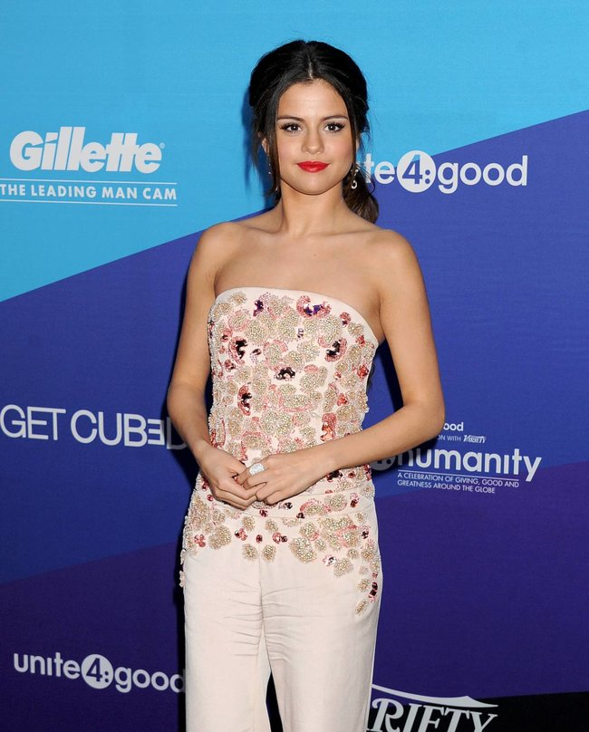Селена Гомес на вечеринке «The Gillette Leading Man Cam At unite4:humanity»: selena-gomez-110_Starbeat.ru