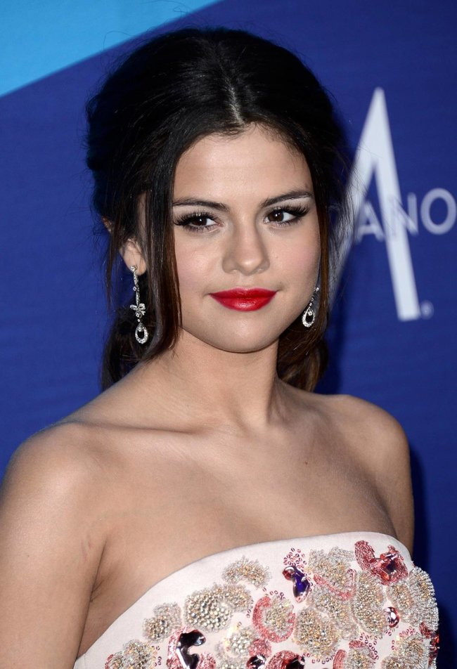 Селена Гомес на вечеринке «The Gillette Leading Man Cam At unite4:humanity»: selena-gomez-82_Starbeat.ru