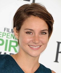 Голубая дорожка «Film Independent Spirit Awards»: Шейлин Вудли: shailene-woodley-2014-film-independent-spirit-awards--01_Starbeat.ru