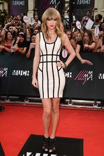 Тейлор Свифт в Торонто: красная дорожка «MuchMusic Video Awards»: taylor-swift---2013-muchmusic-video-awards-in-toronto--01_Starbeat.ru