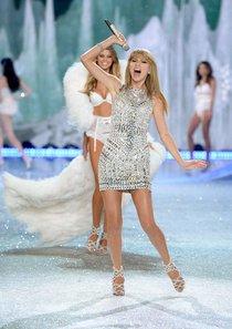 Модный показ «Victoria's Secret» в Нью-Йорке: выступление Тейлор Свифт: taylor-swift-2013-vs-fashion-show--01_Starbeat.ru