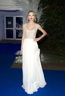 Лондонский гала-вечер «Winter Whites 2013» с Тейлор Свифт: taylor-swift-winter-whites-gala-2013--01_Starbeat.ru