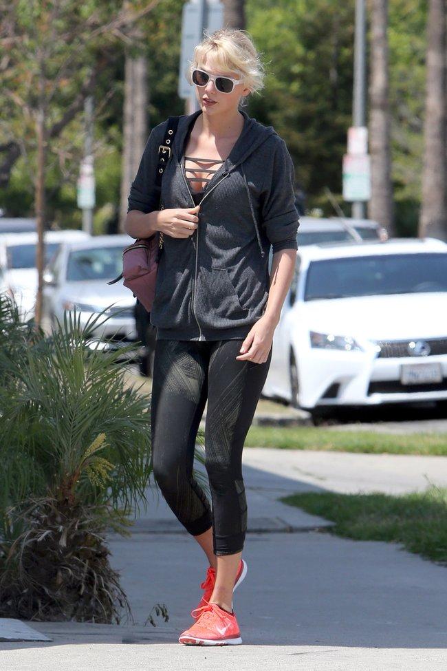 Тейлор Свифт топчет тротуар Западного Голливуда: taylor-swift-12-2_Starbeat.ru