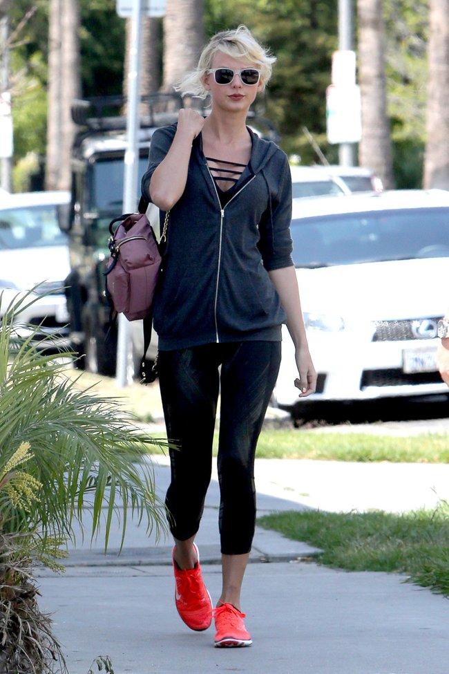 Тейлор Свифт топчет тротуар Западного Голливуда: taylor-swift-2-2_Starbeat.ru
