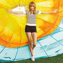 Тейлор Свифт в рекламе обувного бренда «Keds» (весенняя коллекция): taylor-swift-keds-spring-2014-campaign--01_Starbeat.ru