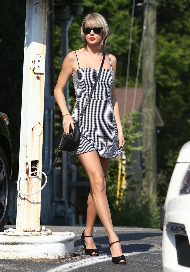 Тейлор Свифт наведелась в Нашвилл без приглашения: taylor-swift-3-1_Starbeat.ru