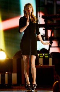 Тейлор Свифт выступила на шоу «Tim McGraw's Superstar»: taylor-swift-111_Starbeat.ru