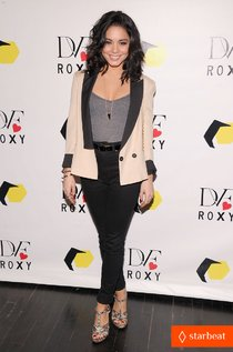 «DVF Loves Roxy Launch Event»: Ванесса Хадженс: vanessa-hudgens-dvf-loves-roxy-launch-event-01_Starbeat.ru