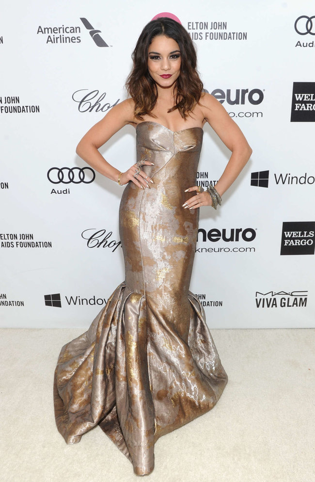 Ванесса Хадженс на «Elton John AIDS Foundation Academy Awards»: vanessa-hudgens-oscars-2014---vanity-fair-party--03_Starbeat.ru