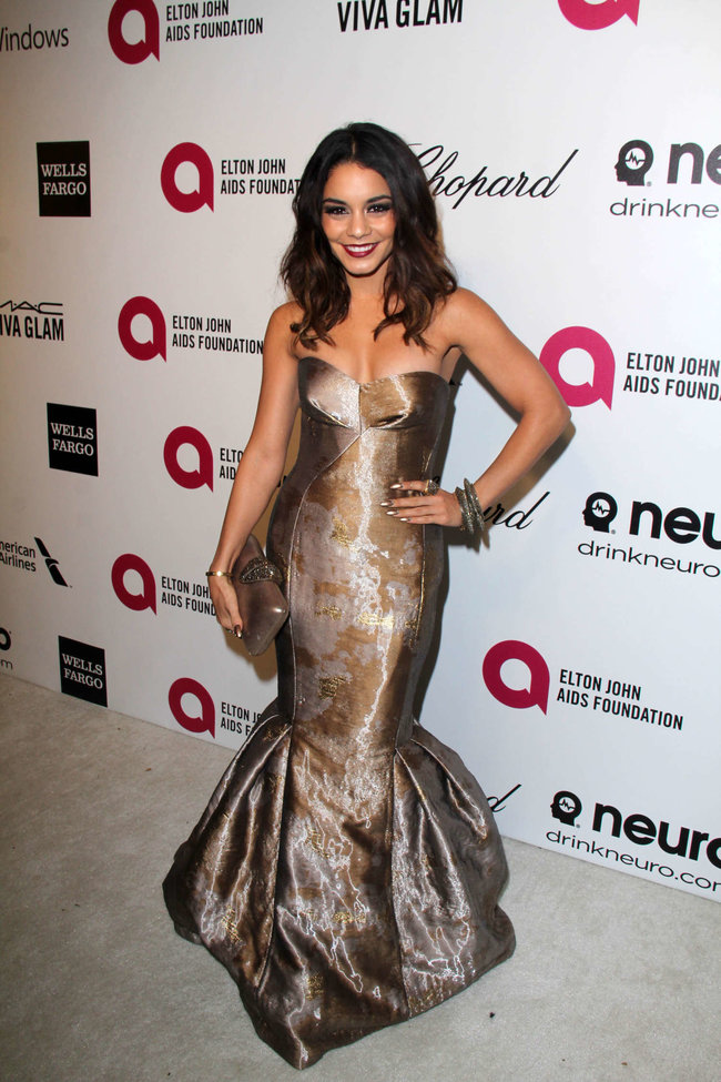 Ванесса Хадженс на «Elton John AIDS Foundation Academy Awards»: vanessa-hudgens-oscars-2014---vanity-fair-party--09_Starbeat.ru